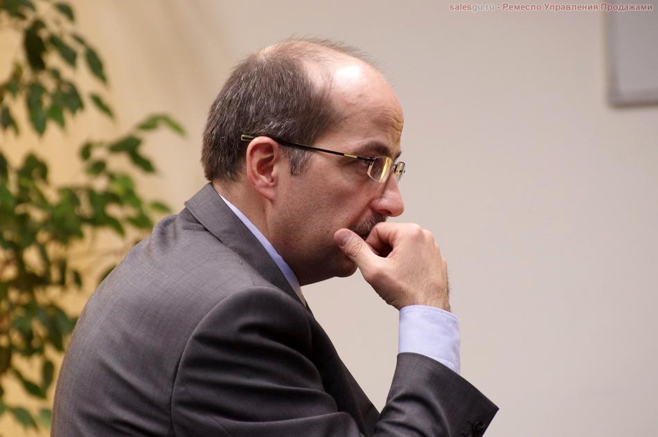 Взгляд Игоря Манна сфокусирован на очередной точке. Контакта!